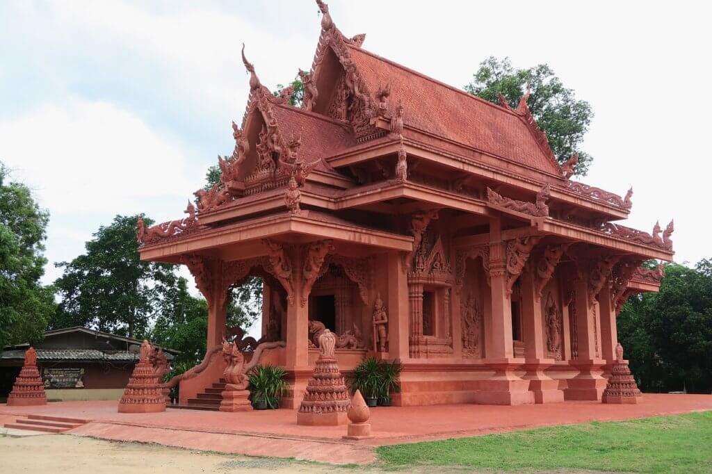 Достопримечательность красная пагода