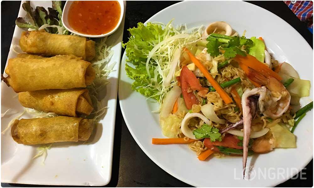 Стоимость питания в кафе Бангкока на двоих (салат и закуски)