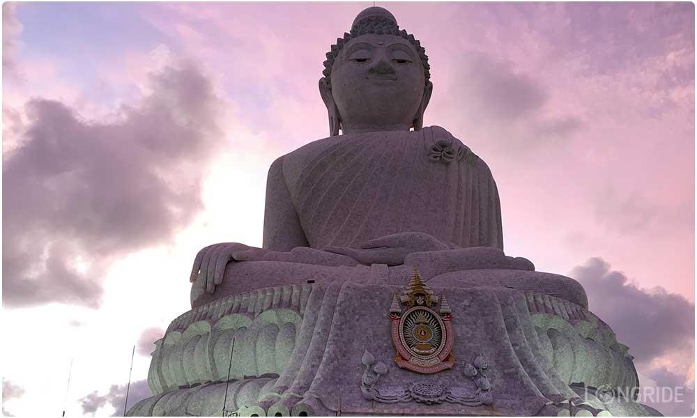 Статуя Большого Будды на закате
