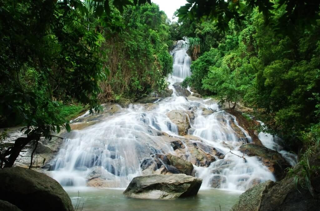 Один из водопадов Намуанг