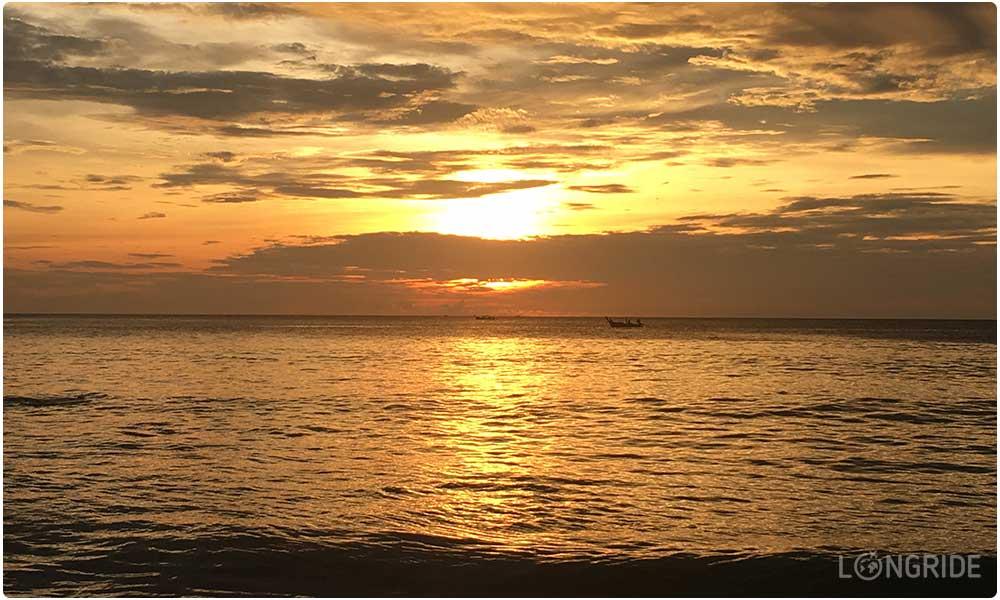 Закат на пляже Найтон